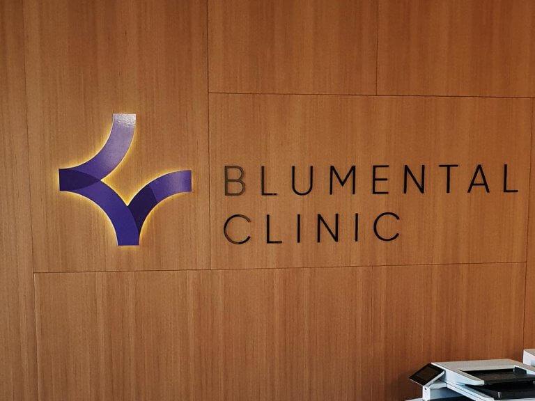 5 BLUMENTAL CLINIC svetelne logo